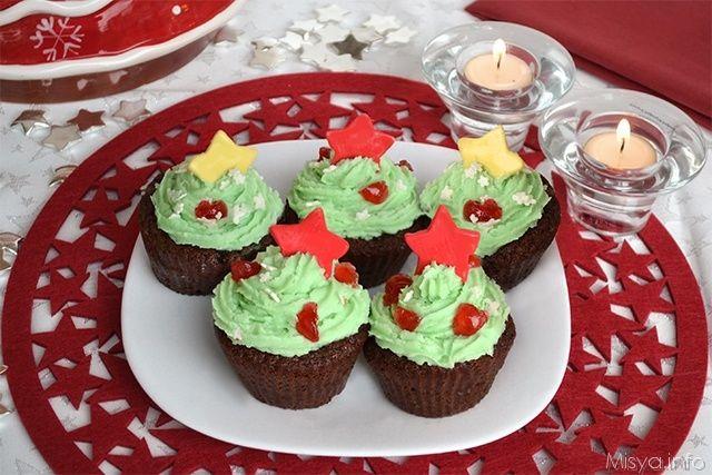 Cupcakes di Natale, scopri la ricetta: http://www.misya.info/2012/12/10/cupcakes-di-natale.htm
