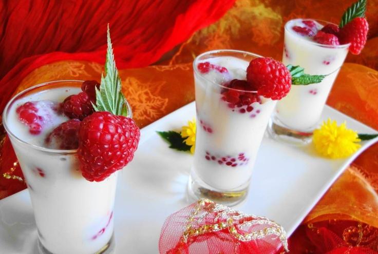 Framgeade (dessert met amandelsmaak en verse frambozen)