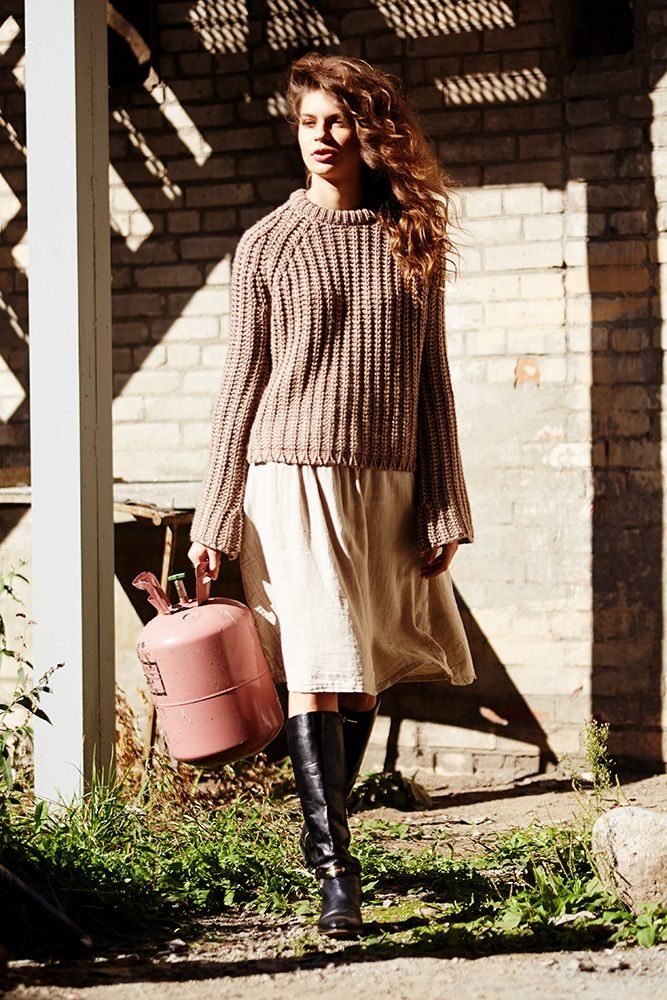Для тех, чьи выходные проходят где-то вдали от города - теплые мягкие свитера и свободные юбки!  #hopeshop #new