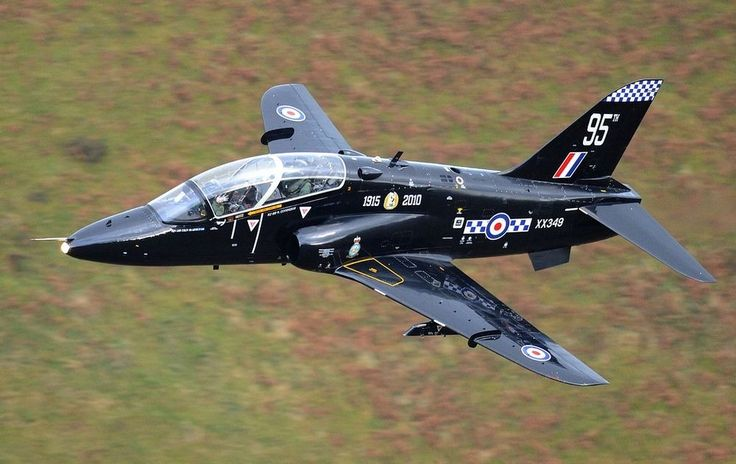 Hawk T1. Photo credit: Jez/Flickr. Nestled between Dolgellau and Machynlleth, in central Wales, is a series of grass covered valleys that is renowned the world over among photographers and aviation enthusiast for being one of best places in the world to watch fighter jets in action. Referred to as Low Flying Area 7, but better known as the Mach Loop. Essentially a roundabout for low level air traffic that snakes around the mountain peaks.