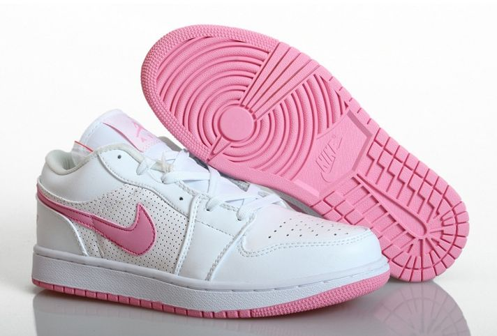 Nike Air Jordan 1 - Women's sports shoes Women's sports shoes - Nike Air Jordan 1 is a combination of leather and textile. The interior of the shoe is lined with textile material for better comfort. Shoes very durable and flexible. Soft footbed provides cushioning