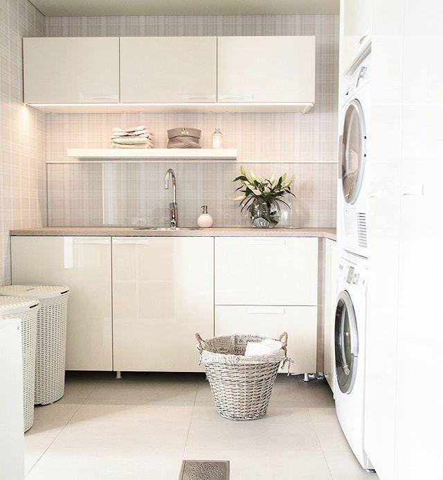 #buanderie #blanc #appartement #maison #linge http://www.m-habitat.fr/petits-espaces/buanderie/organiser-et-amenager-une-buanderie-2563_A