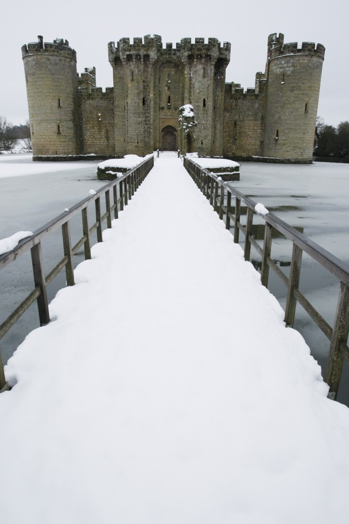 BODIAM CASTLE ~ SHARES A HISTORY WITH EDWARD III, RICHARD III & HENRY VII. THOUGH THE EXTERIOR HAS LARGELY SURVIVED, THE INTERIOR IS RUINOUS / EAST SUSSEX, ENGLAND