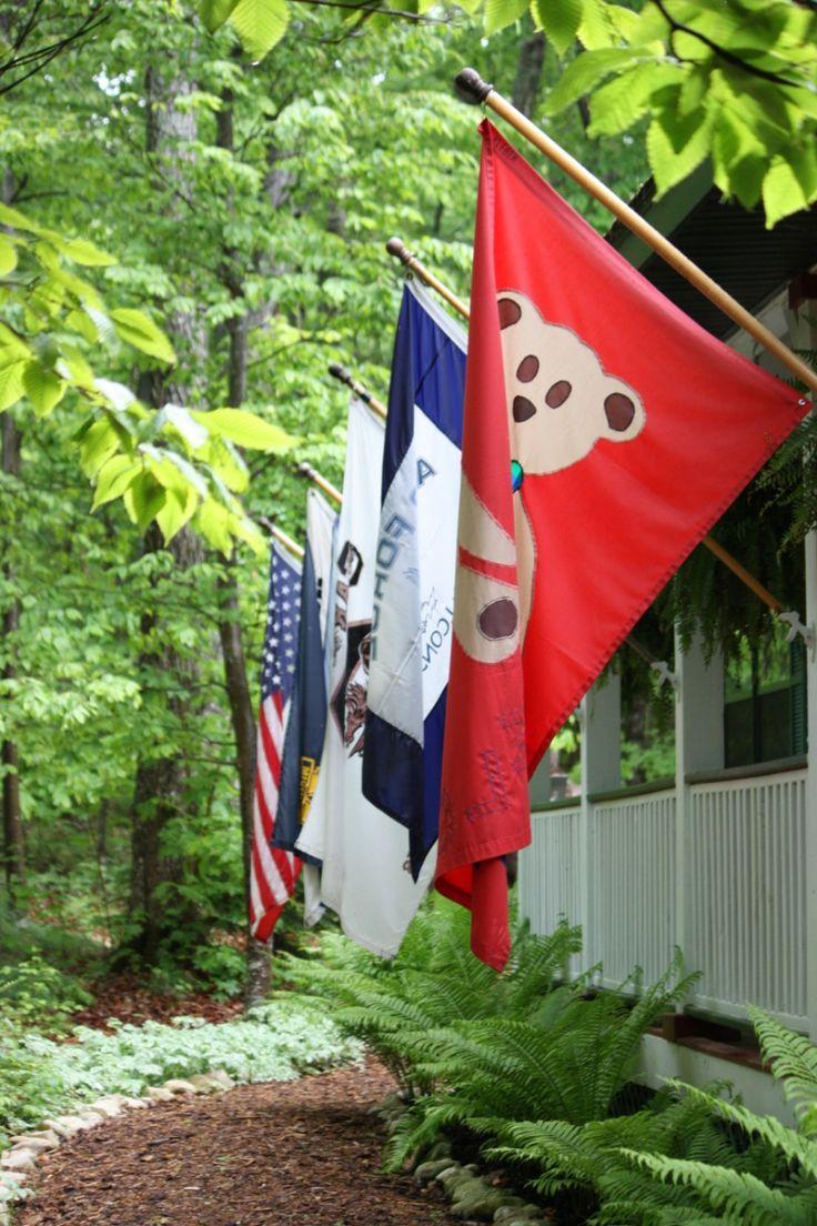 Fahne selbst gestalten: Um Fahnen selbst zu gestalten, benötigen Sie einen Fahnenmast oder mehrere davon. Sie können welche aus Aluminium oder auch aus...
