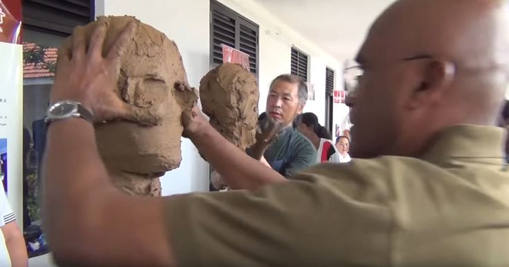 2 Artists Sculpting Each Other | Bored Panda