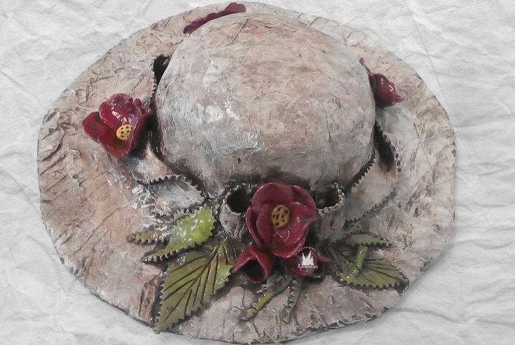 Καπέλο από γυψόγαζα και πηλό