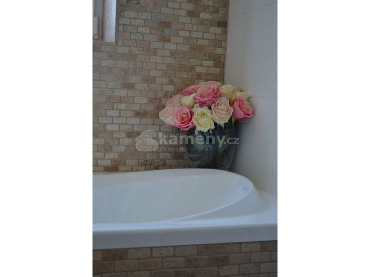 Mozaika Brix Multi je vyrobená z přírodního kamene, materiál travertin. Krásná…