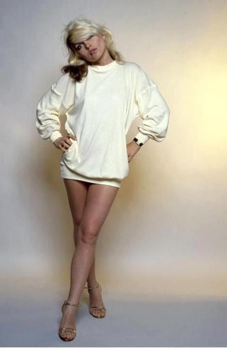 Pin By Debbie Smith On Bathroom Ideas In 2019: Deborah Harry, 1970's Fashion Icon. Oversized Sweater And