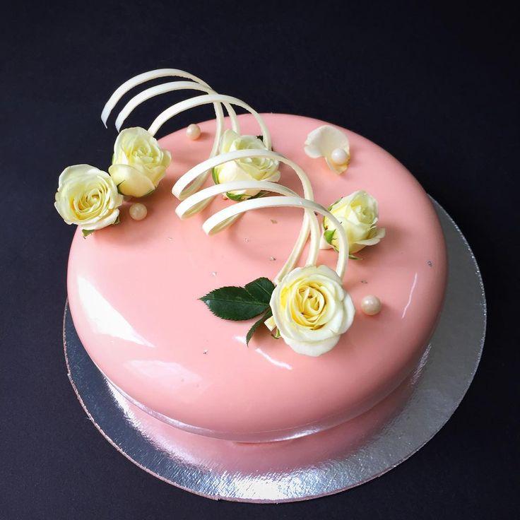 """""""Доброе утро!!! У меня сегодня нежность нежная торт на день рождения любимой бабушки!!! Любите и цените близких! ❤️ Всем хорошего дня!!!✨…"""""""