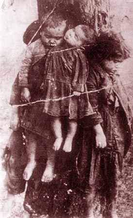 Here is the story: Dead children tied to a tree, Village of Kobzowa (powiat of Tarnopol), 1923. Four killed Roma children tied to tree by their mentally ill mother after her husband was arrested and her Roma group dissolved. The murder took place in night of 11/12 December 1923.
