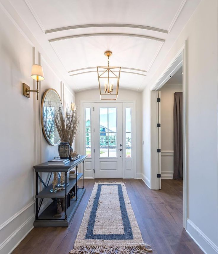 I am in love with this foyer from @cottagehomecompany ❤️ From the architecture to that amazing rug...perfection!