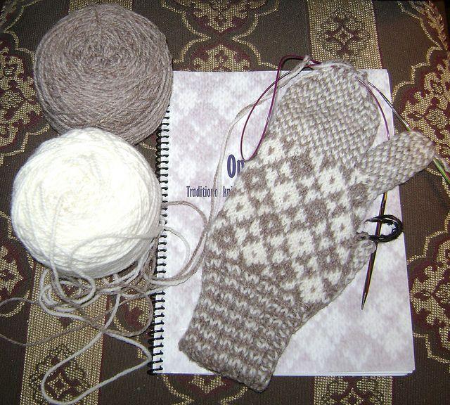 Traditional double knit mitt pattern, Newfoundland , Anna Templeton Centre,  seagrrlzknits, via Flickr