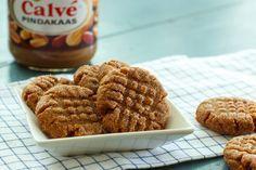 Je leest het goed: pindakaaskoekjes met maar 3 ingrediënten! Pindakaas, suiker en ei. Makkelijker dan dit vind je het niet.