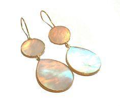 Mooie grote oorbellen van pscallme, http://www.widaro.nl/ps-call-me-oorbellen-parel-rose.html
