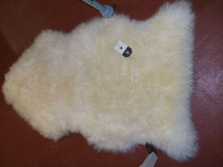 New Zealand lambskin. Woolmark.  Price: € 80.00. SOLD