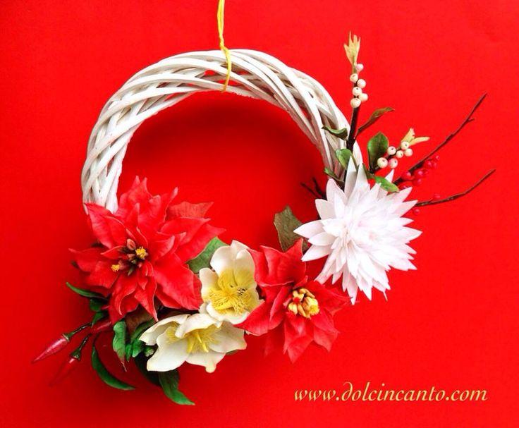Ghirlanda natalizia di fiori in pasta di zucchero