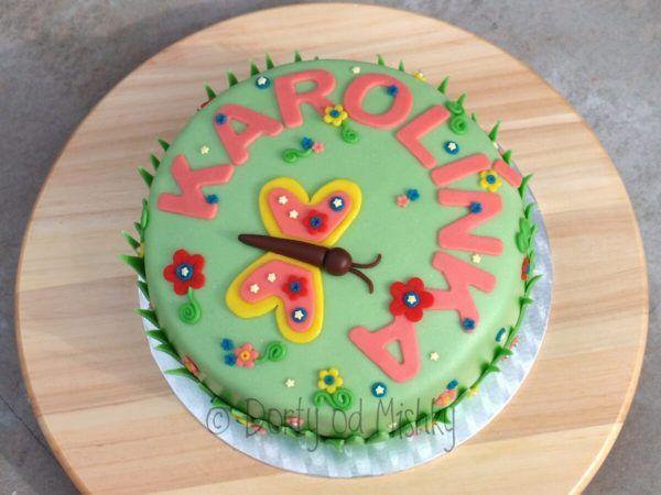 Karolínka chtěla na narozeninovou oslavu dort s kytičkami. No a takhle to dopadlo :-)