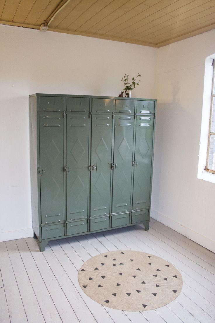 Vintage locker vintage furniture for kids for Kids locker room furniture