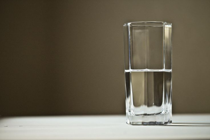 #fasting #primal Health Short: For weight loss, reach for water, not a diet pop  Average body mass index declined by 2.49 in the water group compared with 2.06 in the diet-drink group. Compared with the diet soda group, the water group also had greater improvements in fasting insulin, postprandial glucose level and other measures ... http://www.heraldtribune.com/news/20161101/health-short-for-weight-loss-reach-for-water-not-diet-pop