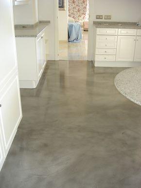 Mikrozement ist ein fugenloser Spachtelboden, den Sie einfach über Ihre Fliesen verlegen können. Ideal als Kücheboden oder fürs Badezimmer.