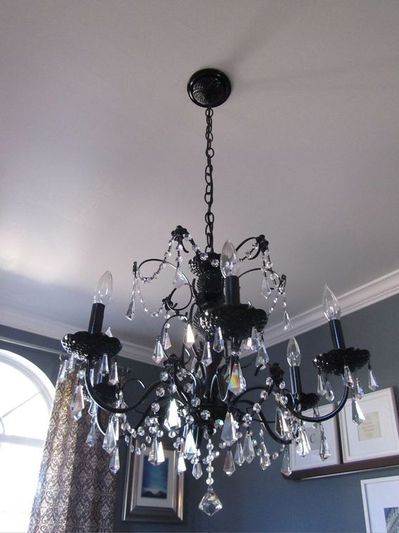 credit: Casa Cullen [ http://www.casacullen.com/2011/02/before-and-after-diy-how-to-paint-a-chandelier.html]