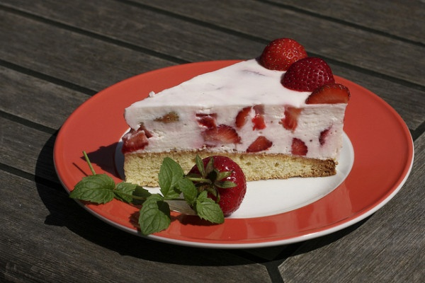 Aardbeienkwarktaart, uiteraard zónder pakje. Mijn recept, maar taart en foto zijn gemaakt door Ingeborg.