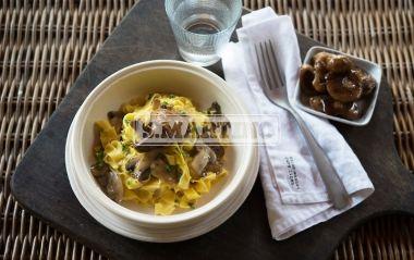 TAGLIATELLE AI FUNGHI 4 nests of noodles, 200 g of mushrooms, 1 shallot, parsley, oil, grated cheese. Refined dish, it has a delicious flavor. #firstcourse #tagliatelle #mushrooms #ilovesanmartino