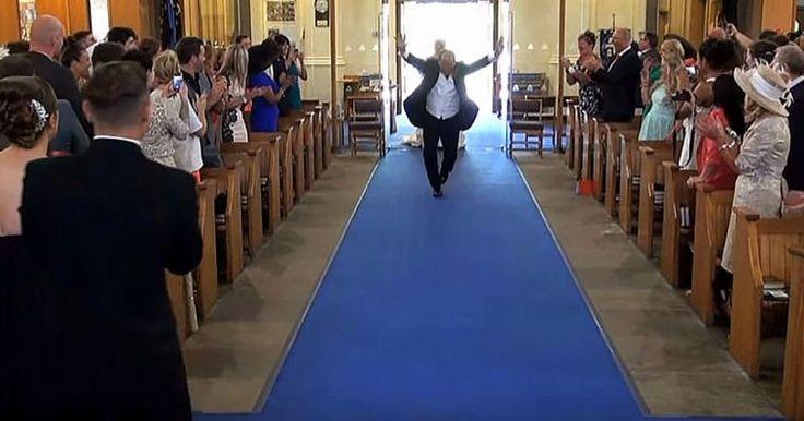 Het is tijd voor de bruid om haar entree te maken: Je gelooft NOOIT wat haar vader dan doet…