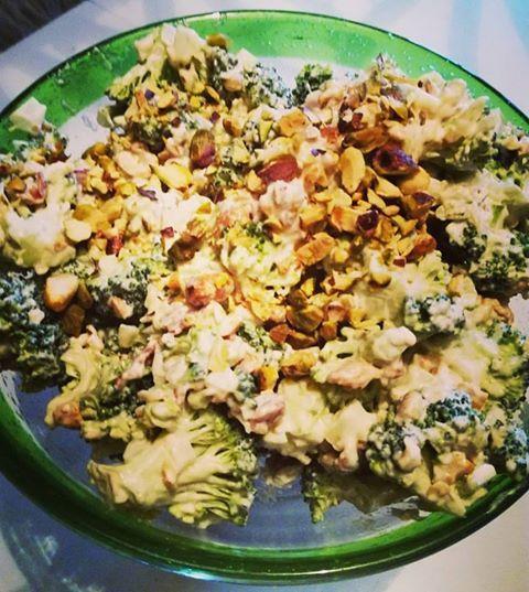 Dette er en fantastisk god brokkoli salat og veldig enkel og lage. Du kan bruke den til stekt kjøtt, kylling og du kan gjerne spise den som den er. Oppskriften som jeg har fått var opprinnelig med …