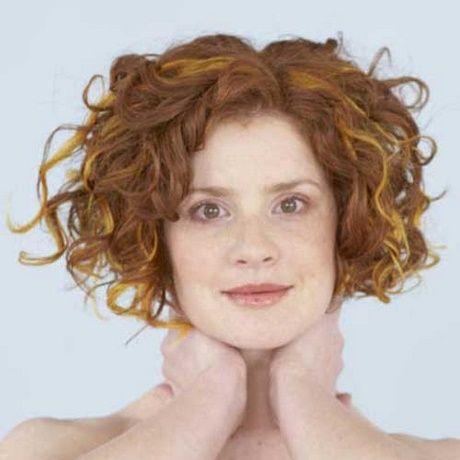 Taglio capelli mossi viso tondo