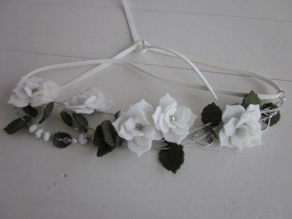 Trouw haaraccesoire met vilten bloemen, groen vilten blaadjes, parels en glas kralen --- Voor je bruiloft/bruidskapsel