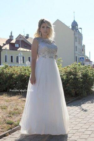 781485a2d431 Wedding Dresses White Boho Dress - Bílé dlouhé splývavé svatební šaty  zdobené šedou krajkou -Svatební studio Nella