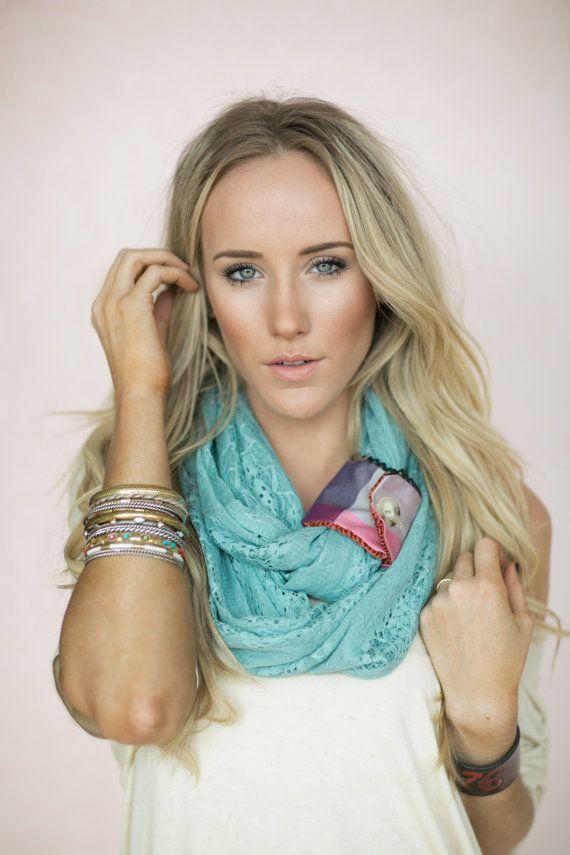 Menta pizzo Infinity sciarpa, sciarpe di Loop, Boho moda, accessori donna, menta Aqua Loop di pizzo con accento rimovibile pulsante Cuff (SC...