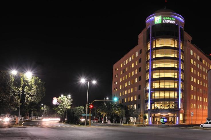 Fachada Calle Holiday Inn Express Puebla