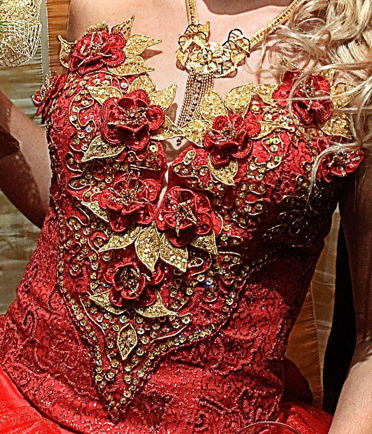 Красный корсет с объемной вышивкой для невесты. Вышивка гладью, бисером, пайетками и золотым шнурочком.