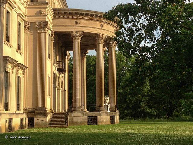 a history of the greek architecture and the greek revivals Today, this modernist interpretation of greek temple architecture is fenced off,   and there is a history of unrealized master plans calling for the.
