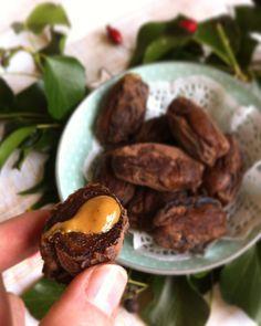 Dattes Medjool fourrées au beurre de cacahuètes, en robe de chocolat en poudre - vegan & healthy