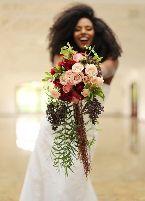 Noivas negras: buquê de flores - Foto Larissa Isis - bouquet de flores rosa - pink bouquet - flower - decoração rosa