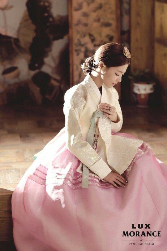 Pretty korean actress in her hanbok wedding dress