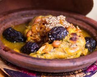 Tajine de poulet aux pruneaux : http://www.fourchette-et-bikini.fr/recettes/recettes-minceur/tajine-de-poulet-aux-pruneaux.html