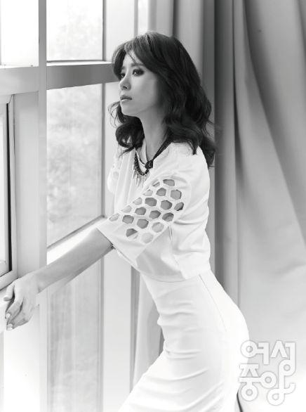 배우 유선씨가 잡지 여성중앙 8월호에 CRES. E DIM.의 세컨라인인 DIM. E CRES. 를 입고 인터뷰 및 촬영을 진행해주셨습니다!!! (상의 : DIM. E CRES. 펀칭숏탑 화이트 색상)   유선 Yusun, korean actress wearing DIM. E CRES. punched top YEOSUNG JOOGANG  http://woman.joins.com/article/article.asp?aid=13918=01010100