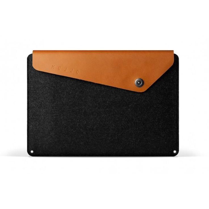 """Suojakotelossa on hieno yhdistelmä huopaa ja parkittua nahkaa. Kotelo on suunniteltu suojaamaan 15"""" Macbook Pro -kannettavaa."""