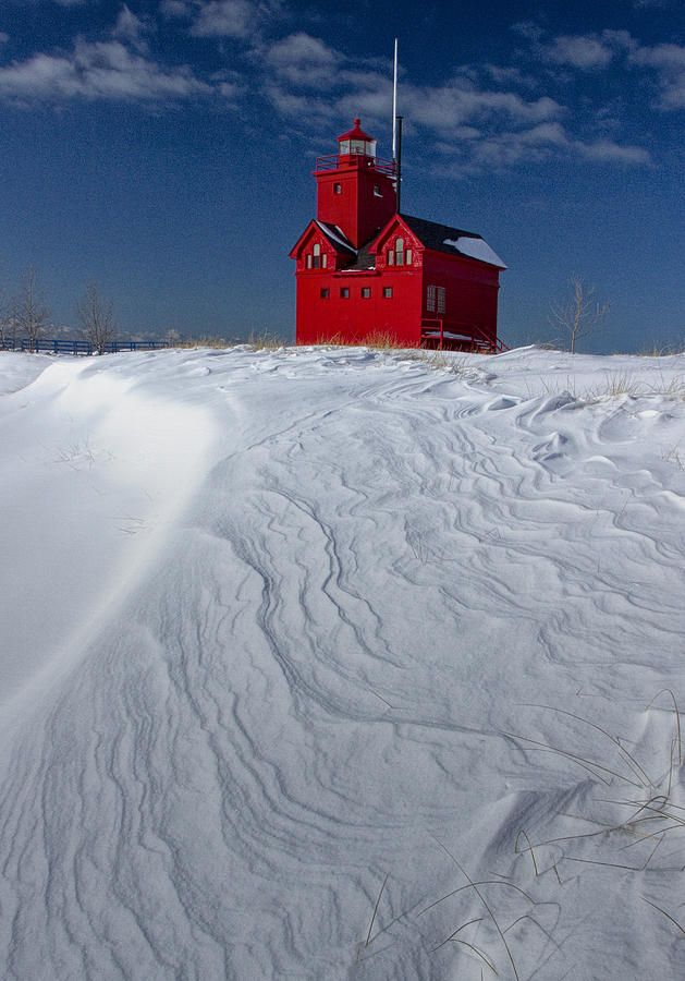 The Lighthouse - Big Red During Winter In Holland Michigan : lighting holland mi - azcodes.com