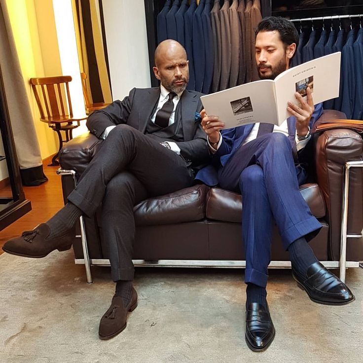 The @suitwhisper advising friend and colleague @dionquapp during our trunk show at @pauwmannen. #saintcrispins #pauwmannenvanbaerlestraat (at Pauw Mannen)