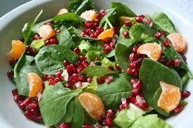 Πράσινη σαλάτα με σταμναγκάθι και ρόδι - gourmed.gr
