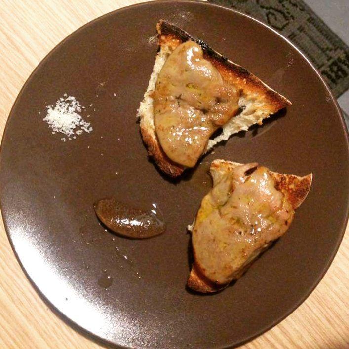 Bonjour l'assiette de foie gras   Toasts de foie gras poêlé avec gelée de gewurztraminer et fleur de sel Bon app ;) #bjrlassiette #bonapetit #food #foodphotography #foodpicture #dishoftheday #homemadefood #homecooking #cooking #instafood #instacook #cuisine #faitmaison #foodpics #instacuisine #instacook #foiegras #foiegraspoêlé #gewurztraminer #fleurdesel