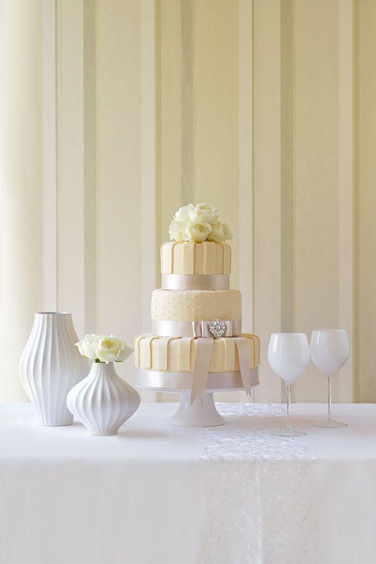 #NOVARESE #weddingcake #flower #white #stripe #ribbon #silver #dot