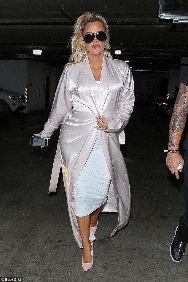 Pregnant Khloe Kardashian Wears Pink To Meet Sister Kim Kim