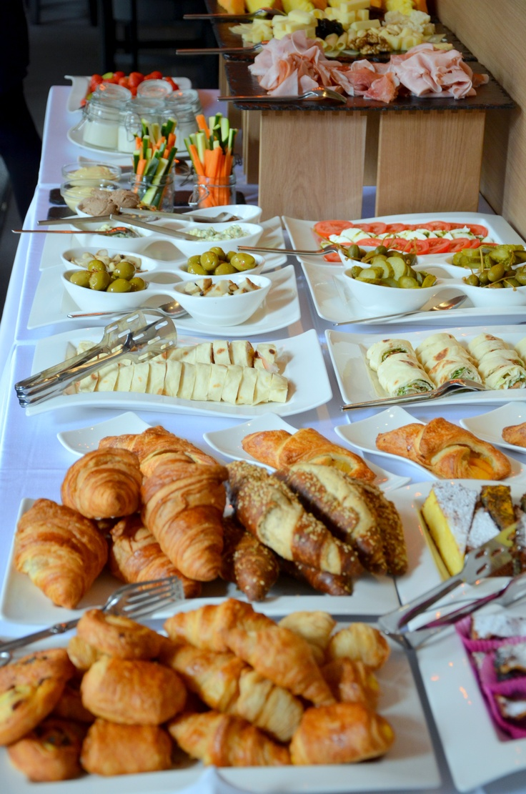 Need sturdy, customizable catering solutions for brunch?