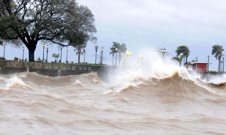 Cómo afectó este fenómeno meteorológico a la Ciudad y a distintos puntos del conurbano --> http://www.diariopopular.com.ar/notas/130455-por-la-sudestada-ciudad-pide-los-vecinos-que-no-saquen-la-basura    ¿Sufriste las consecuencias? Contanos